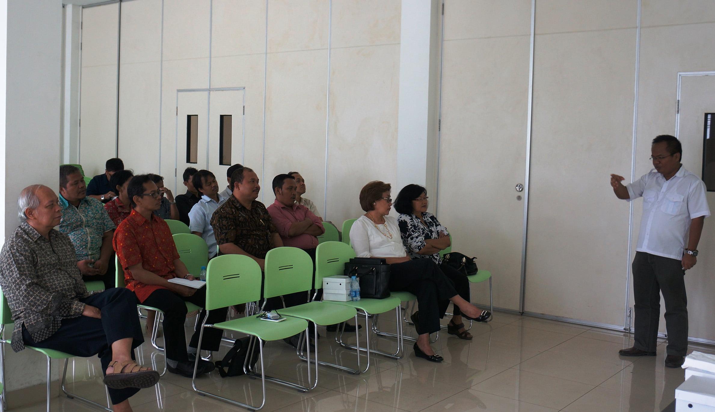 Foto 3 - Sebagian umat Paroki MBSB yang menghadiri acara   sosialisasi FMKI.