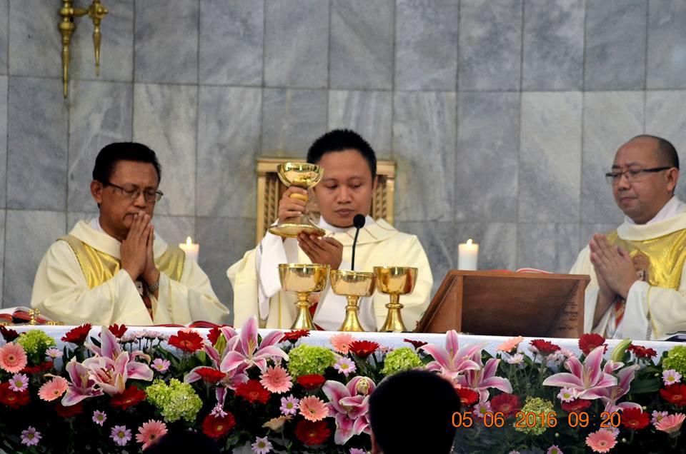 Misa Perdana RD. Alfonsus Sombolinggi di Paroki Kristus Raja – Serang