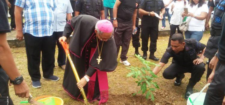 Foto Acara Gerakan Cinta Lingkungan Hidup Gereja St. Thomas Bersama Korps Brimob Polri
